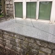 Schody z jasnego szarego granitu