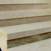 Schody marmurowe Travertino Noce, Crema Marfil