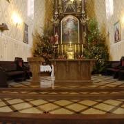 Michałowo, Parafia Opatrzności Bożej, posadzka, prezbiterium, ołtarz, lektorium, Multicolor Red, Kashmir Gold.